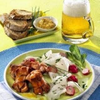 Würstchen-Kronen mit Rettichsalat.