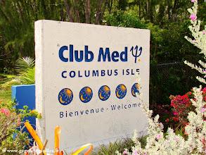 Photo: #002-L'entrée du Club Med de Columbus Isle sur l'île de San Salvador aux Bahamas.