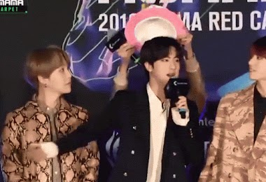 Bts S J Hope Let Everybody Know It Was Jin S Birthday At Mama 2019 Kissasian