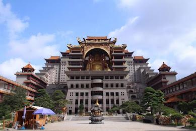 中国の格差地帯を歩く…南部・王林にある謎の巨大仏施設「雲天文化城」を訪ねて