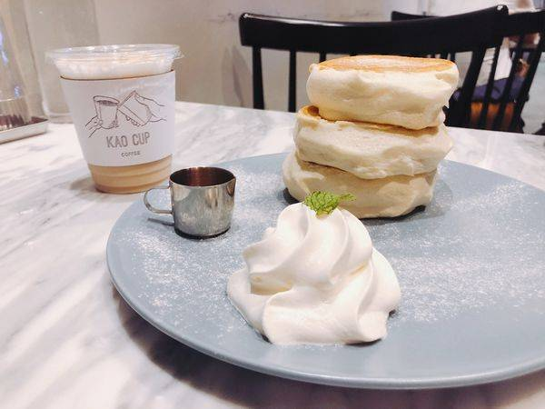 靠杯咖啡 Kao Cup Coffee✿現做舒芙蕾鬆餅 ~ Q嫩奶香醇厚 ! ! 氣氛超好的愛河旁咖啡廳!