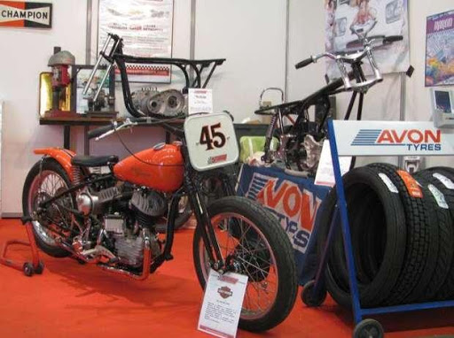 Harley Davidson sur le Stand Moto légende de Machines et Moteurs