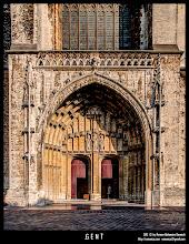 Photo: Puerta de entrada de La Catedral de San Bavón en Gante (conocida también como Sint-Baafs Cathedral, o en neerlandés Sint Baafskathedraal) es la sede de la diócesis de Gante.