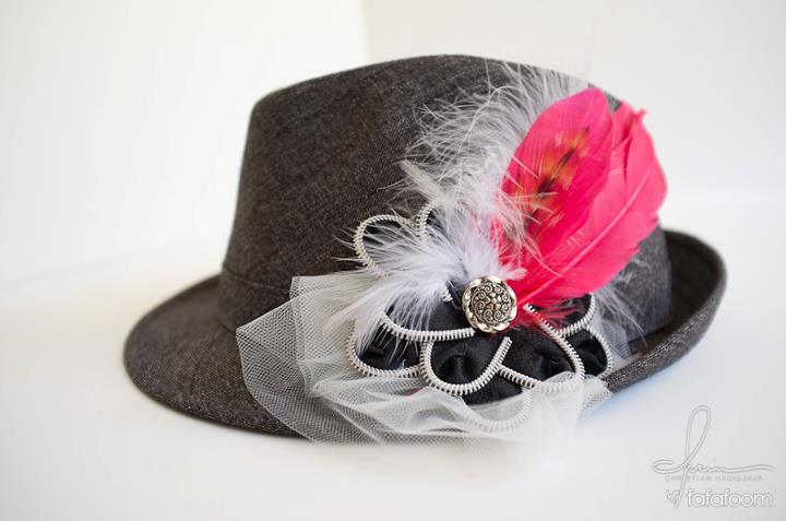Zipper Flower with Feather Accents pin - DIY Fashion Accessories | fafafoom.com