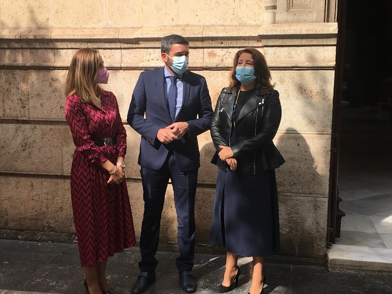 Maribel Sánchez y Carmen Crespo, con Antonio Luengo, consejero de Agua, Agricultura, Ganadería, Pesca y Medio Ambiente de la Región de Murcia.