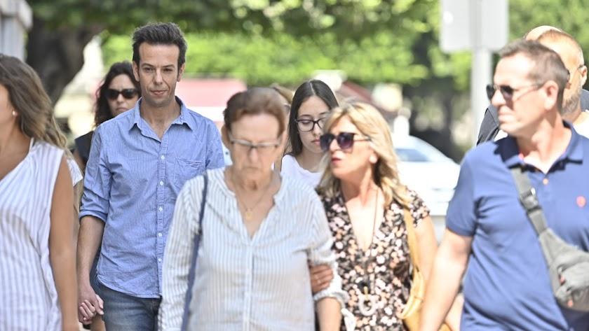 Ángel Cruz  llega al Palacio de Justicia arropado por su familia