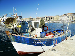 Photo: #005-Les pointus dans le Vieux-Port.