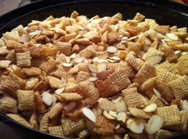 Mix the Cinnamon Chex, Rice Chex and almonds together in a large plastic bowl.