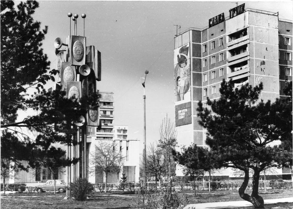 Стела-памятник Дружбы Народов, до...