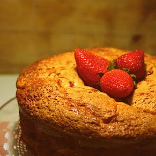 Yogurt, Strawberries and Apple Cake Recipe