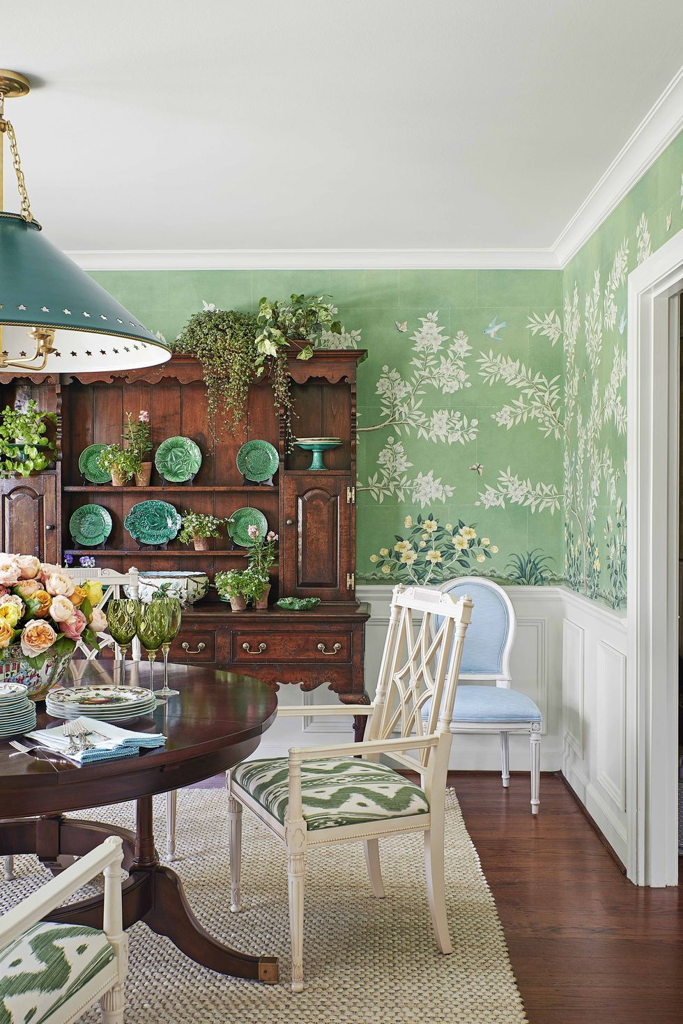 Bring the Outdoor Into Your Dining Room Wall Décor