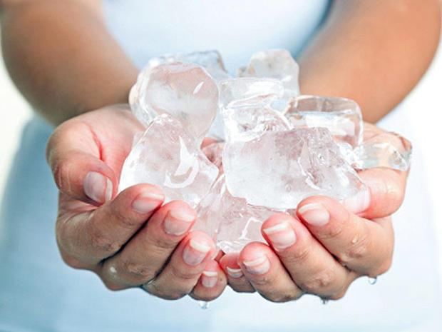 hands, ice, ice cubes, cold, freezing, generic, 4x3