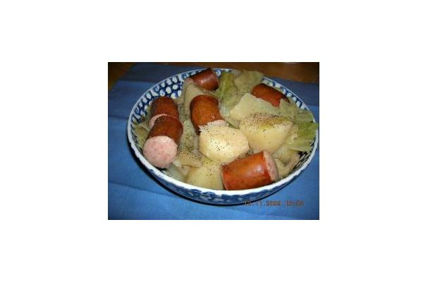 Slow Cooker Cabbage, Potatoes, And Smoked Sausage