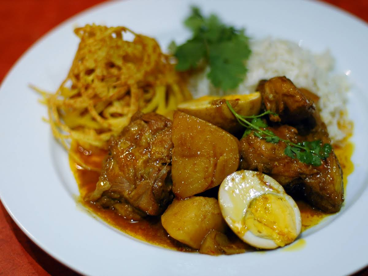 Malaysian Chicken Curry With Roti Jala