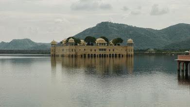Photo: Ein Palast mitten im See