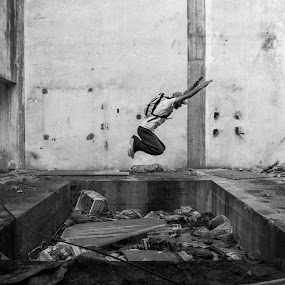 Jump over trash pool by Miguel  Galvão - Novices Only Sports ( old, parkour, alentejo, white, unhas, and, évora, free, miguel, factory, portugal, runing, galvão, black )