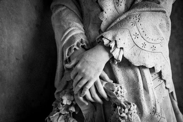 Hands of stone di E l i s a E n n E