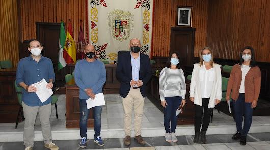 Comerciantes de Huércal-Overa reciben ayudas del Ayuntamiento de hasta 2.500€