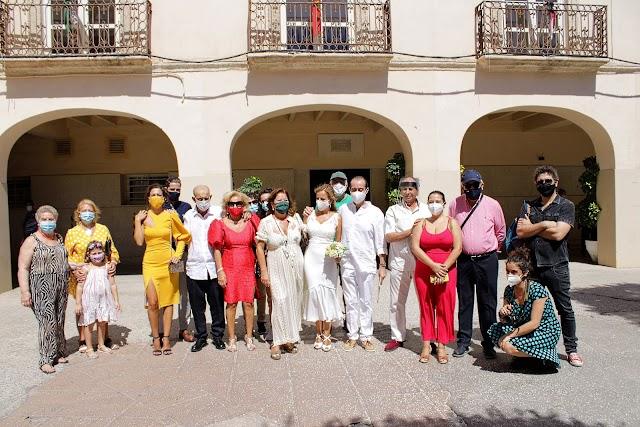 Familiares y amigos de los novios, tras la boda.