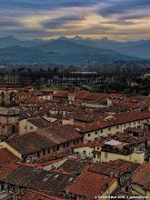 Photo: Lucca teteje és az Apuáni-Alpok