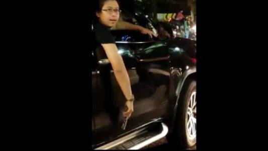 7 Fakta Pengemudi Fortuner Todong Pistol ke Perempuan, Ngaku 'Anggota' dan Minta Diviralkan - Tribunnews.com