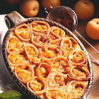 Überbackene Crêpes-Schnecken mit Aprikosen