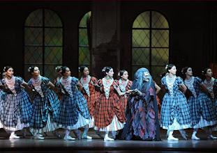 Photo: WIENER STAATSOPER: LA SYLPHIDE - Ballettpremiere am 26.10.2011. Nachstellung der Originalversion durch Manuel Legris. Andrey Kaydanowskiy und das Corps de Ballet. Foto: Barbara Zeininger.