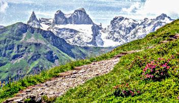 Photo: Golmer Höhenweg - Lindauer Hütte Blick bei Bergstation Golmerbahn, Grüneck - Wanderungen Vorarlberg:  https://pagewizz.com/bregenzerwald-montafon-silvretta-nauders-samnaun-wanderungen-mit-fotos/ (Aufrufe: 54085)