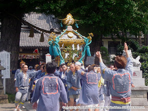 Photo: 【平成16年(2004) 本宮】 亀ヶ池八幡宮境内。氏子回りを開始する。