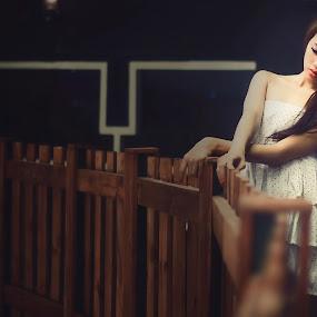 Confusion Girl by Bandar Pak Ustad - People Portraits of Women