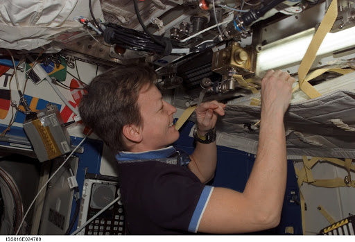 Whitson in US Lab during Expedition 16