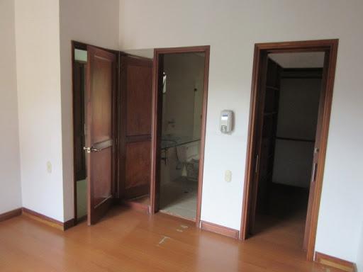apartamento en arriendo poblado 495-38305