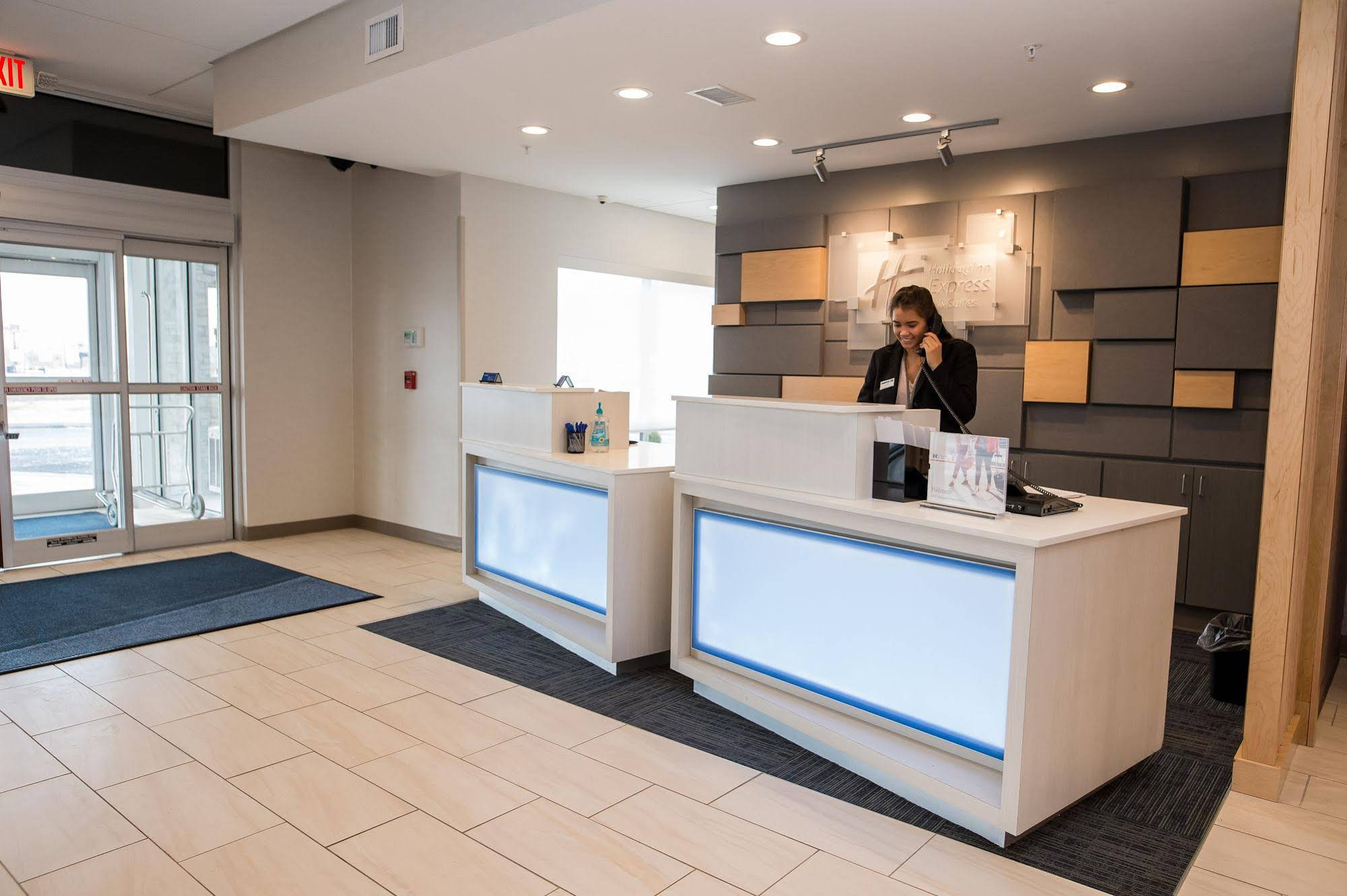 Holiday Inn Express and Suites Marietta