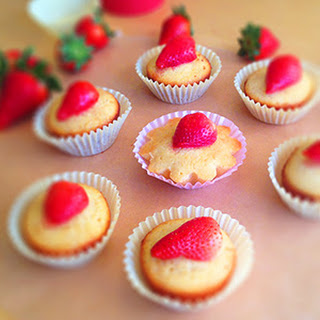 Lemon Cakes With Strawberries