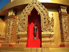 Photo: standing Buddha in niche at base of chedi, Wat Si Thep