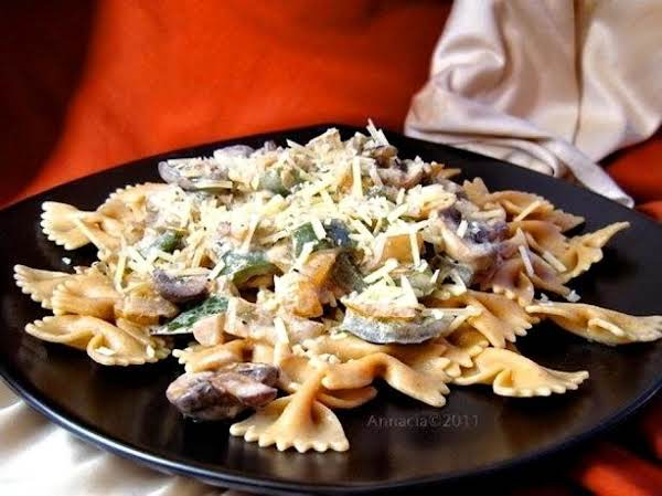 Pasta With Bell-pepper-onion-sauce Recipe