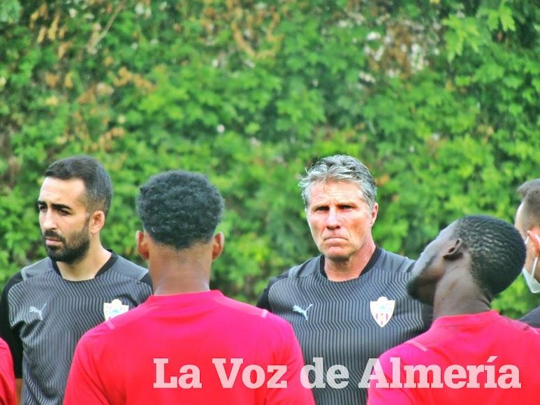 El Maestro Ángel Férez, preparador de porteros del filial 21-22.