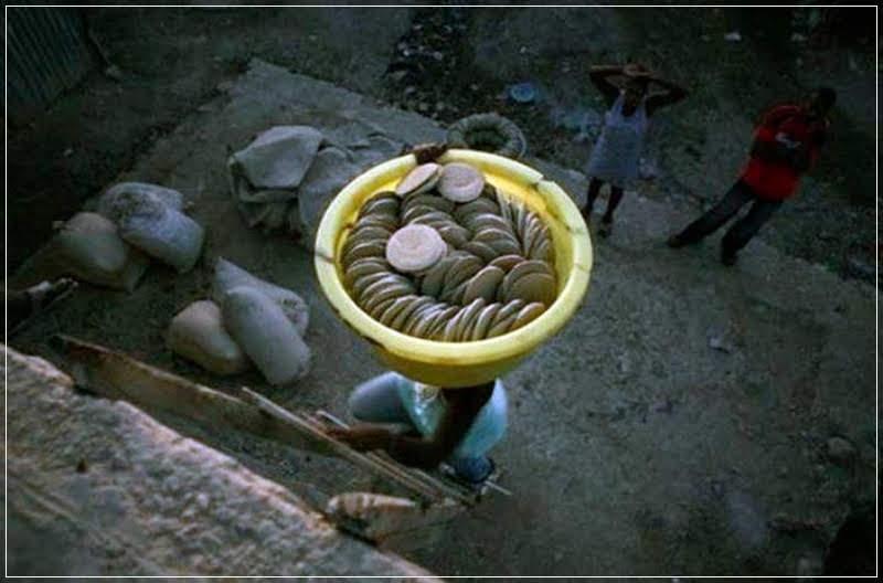 Té, os bolinhos de terra para saciar a fome