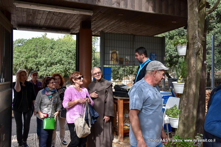Мухрака. Вход в святилище и монастырь ордена босых кармелитов. Экскурсия по Кармельским горам гида в Израиле Светланы Фиалковой.