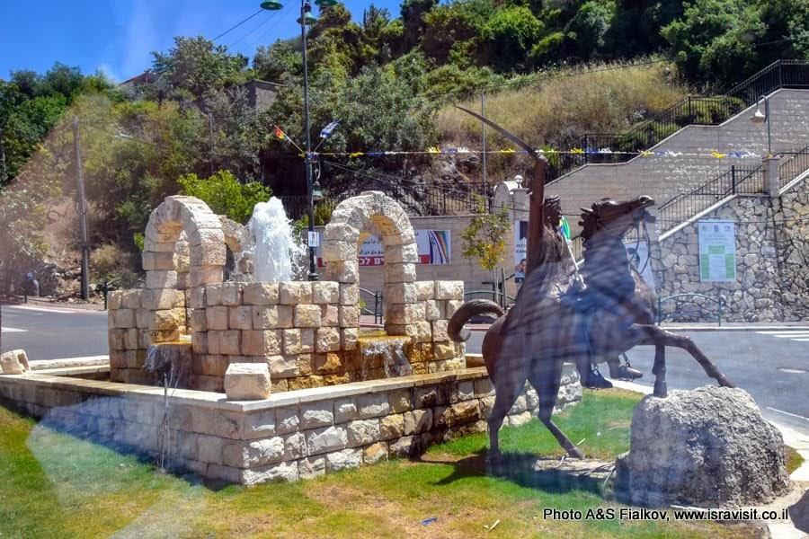 Скульптура на въезде в друзкий поселок Хурфейш. Экскурсии в Израиле.