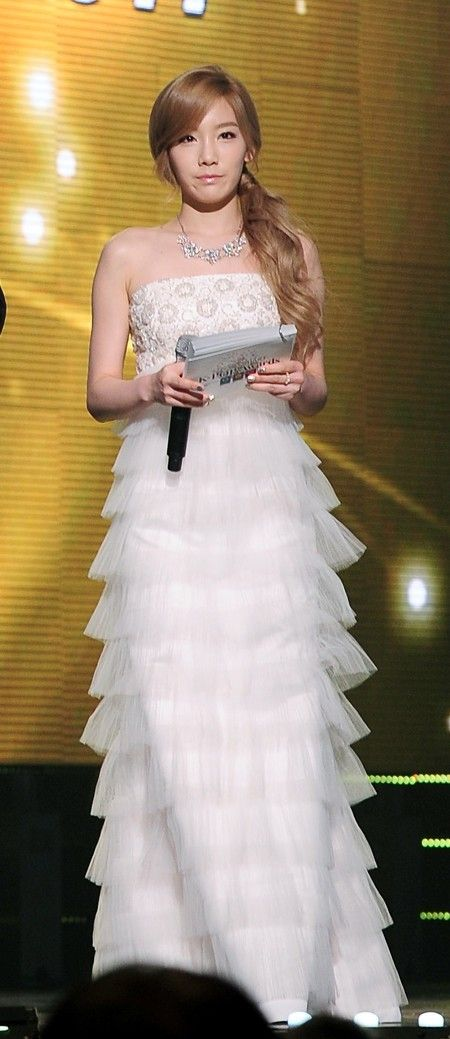 taeyeon gown 3