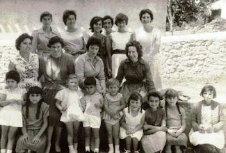 Photo: Chiqui, Carmina, Mari Carmen (vasca), mariuca, Sara y Curra. Abajo: Rori, Ucos, Lola, Lanena. Abajo: Mari Jose, Angelines, Mati,Paquin, Trini, Rosi, Mari Carmen (Cuni), Conchi, Margarita.