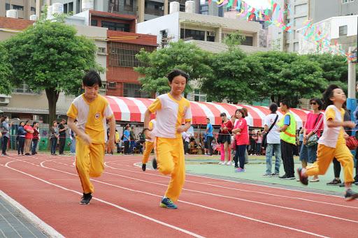 六年級100公尺賽跑