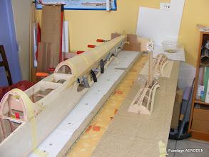 Photo: Collage du dessus de fuselage