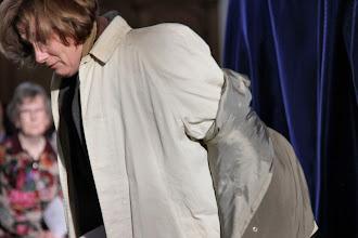 Photo: . . . zevenmaal een jas uitdoen.
