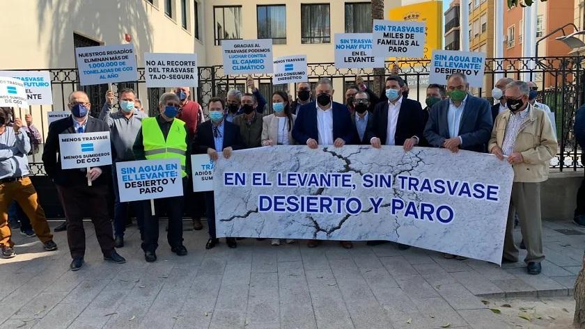 La delegación almeriense en la reciente concentración ante la Delegación del Gobierno en Murcia.