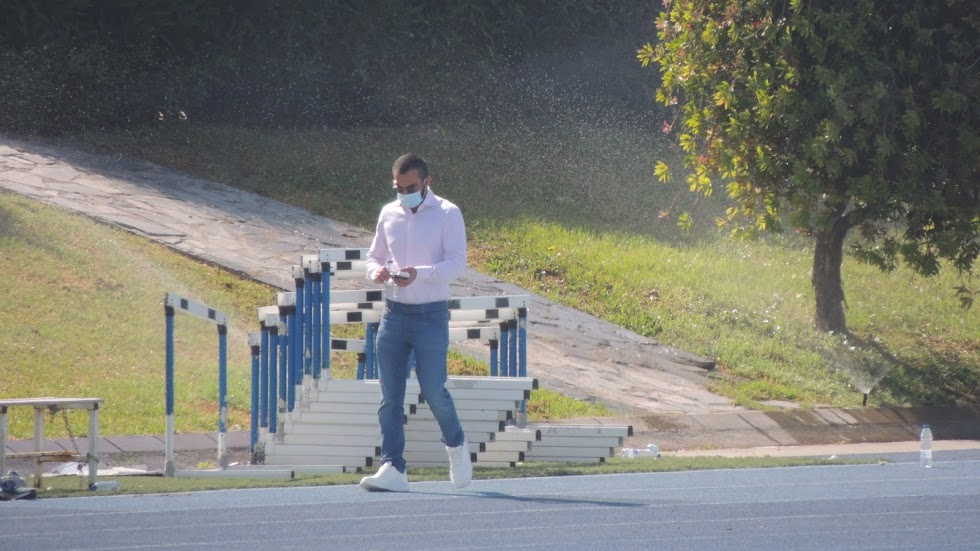 Mohamed El Assy camino del banquillo en el Anexo.
