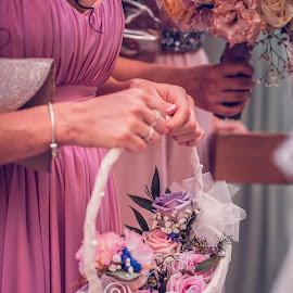 Flowers by Ewald Gruescu - Wedding Details ( gruescu, sigma, bride, love, ewald, groom, flowers, pink, adobe, bouquet, photoshop, romania, samyang, tamron, bridesmades, nikon, timisoara, photographer, wedding, family, lightroom, photography )