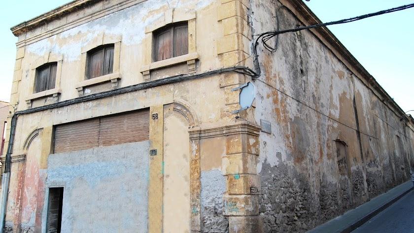 Fachada principal del que fue cine Katiuska, en la calle General Luque.