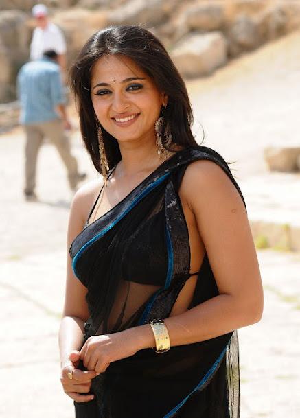 Anushka Shetty smile, Anushka Shetty in saree